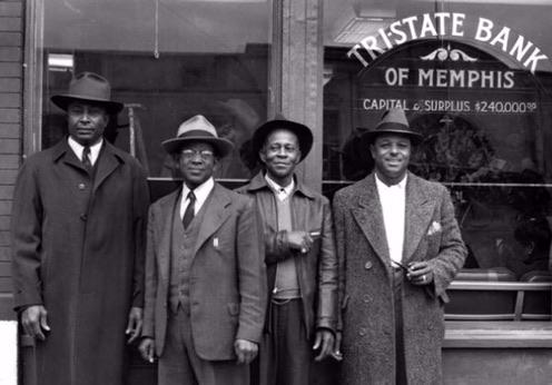 4 men in front of Memphis bank