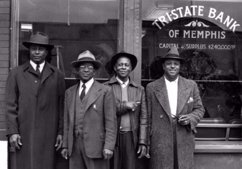 4 men in front of Memphis bank